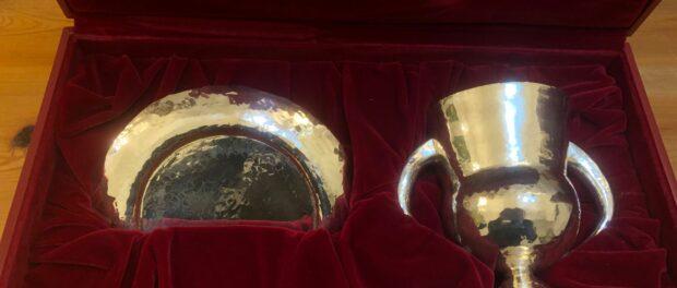 Donació del calze i la patena de l'Arquebisbe Ramon Torrella al Seminari Major Interdiocesà